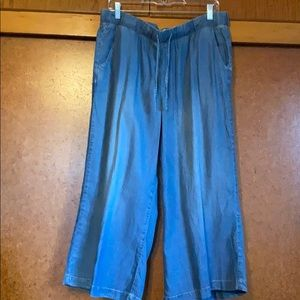 NWT St. JOHNS BAY cropped jean looking pants
